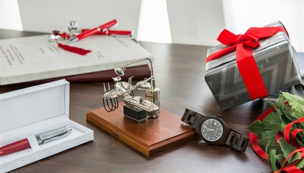Oggetti Per Ufficio Da Regalare : Cosa regalare alla laurea idee regalo classiche zanolli magazine