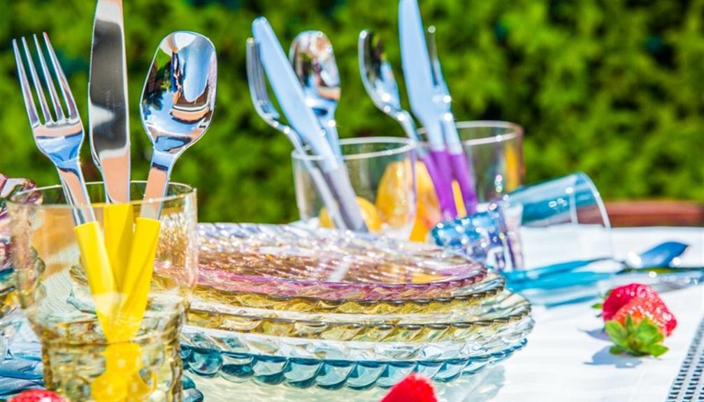 Bicchieri colorati idee per apparecchiare la tavola - Idee per apparecchiare la tavola ...