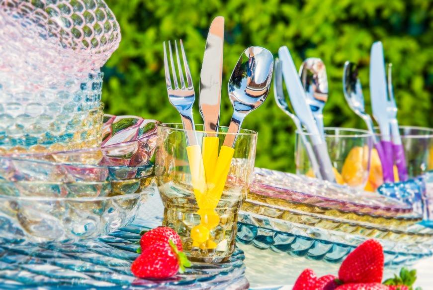 Bicchieri colorati idee per apparecchiare la tavola - Disposizione bicchieri in tavola ...