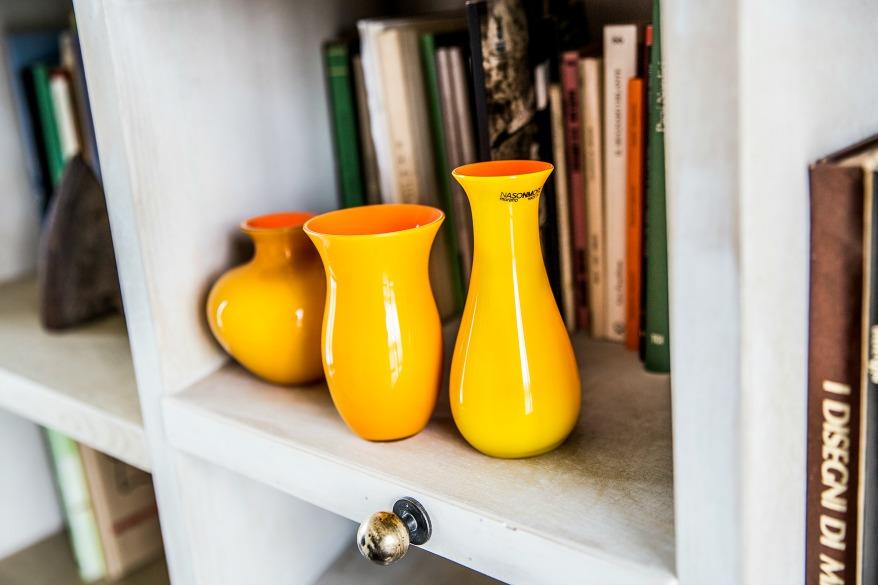 Vasi moderni da interno arredare con i fiori foto per for Muri colorati moderni